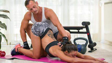 Фитнес Сисястыми Порно